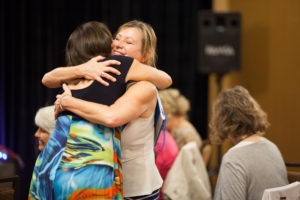 hug-photo-201309afp-0046